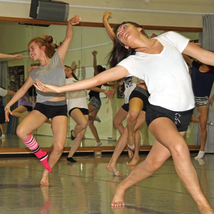 курсове и уроци в школи по танци
